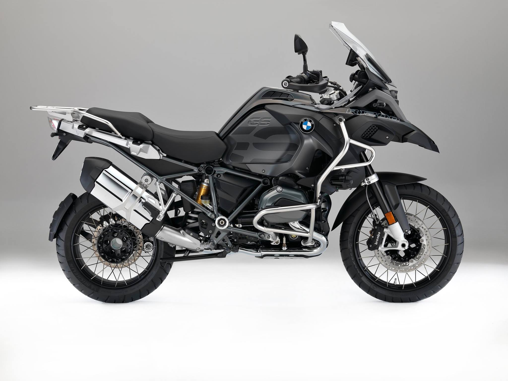 2017-bmw-r1200gs-adventure-triple-black-looks-sleek-109038_1.jpg